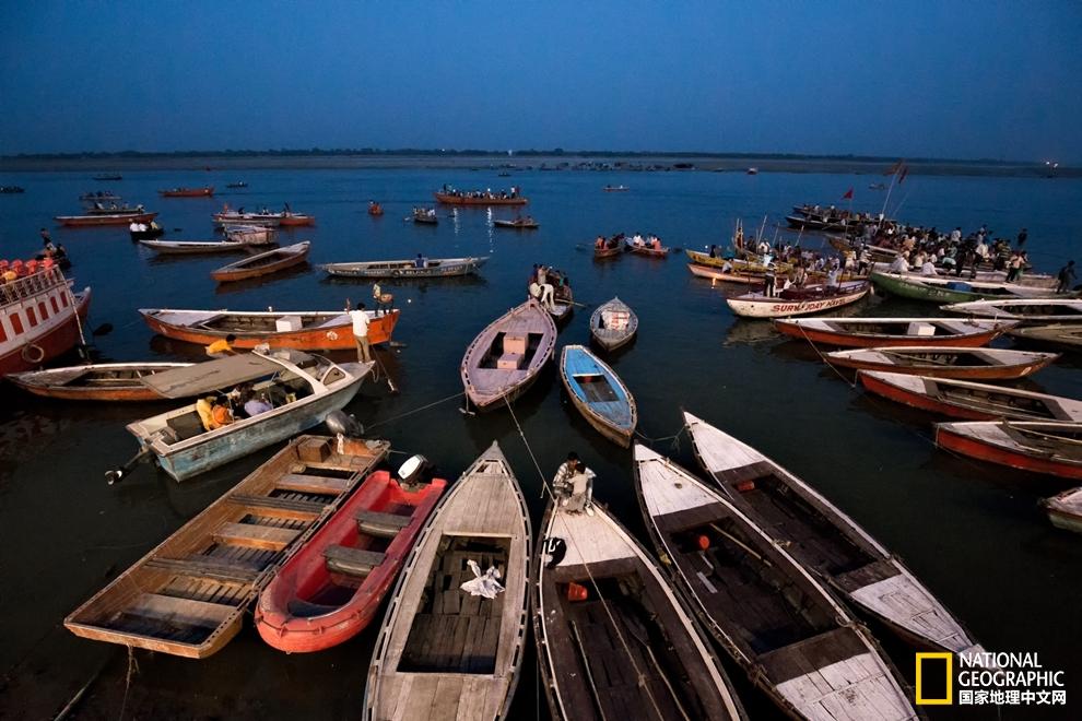 印度瓦拉纳西,让你一下子了解恒河边上的生死日常!