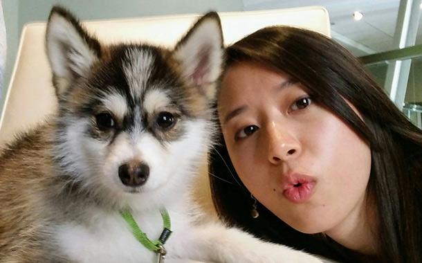 西雅图Ti7游记:美女领队与明星犬合影引热议