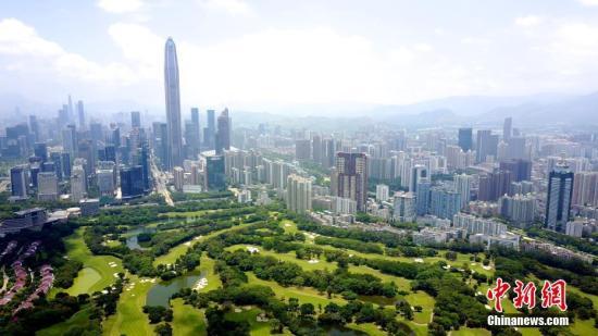 图为航拍深圳高尔夫球场。(资料图片) 中新社记者陈文摄