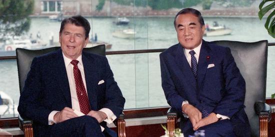 美��前��y�Y根�c日本前首相中曾根康弘,1987年