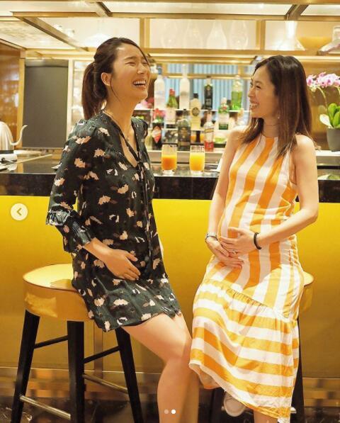 李亚男与闺蜜同时挺孕肚:一起成为母亲总是充满欢乐_娱乐频道_凤凰...