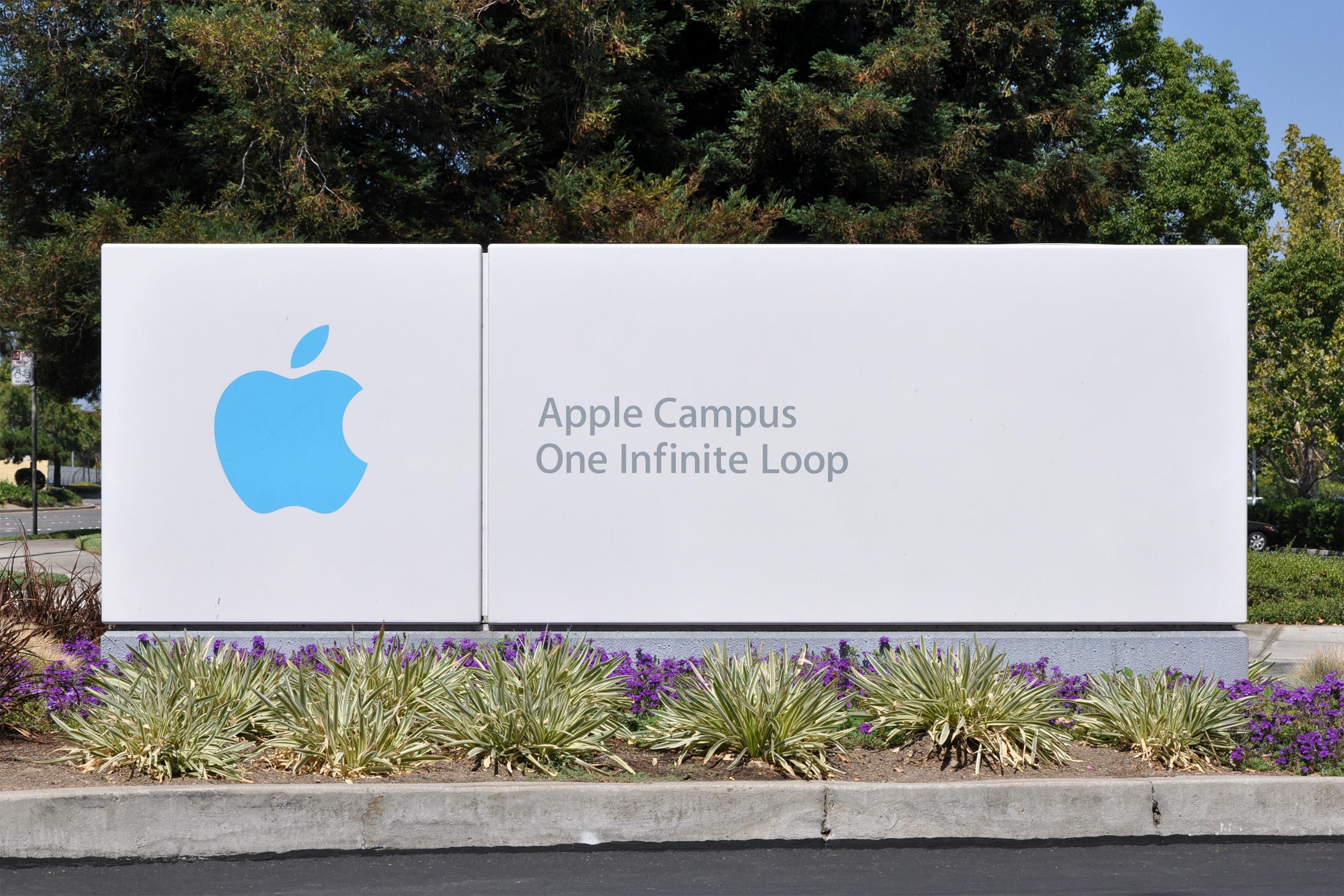 苹果本季度财报发布时机,正值该公司市值接近1万亿美元,同时也是业界