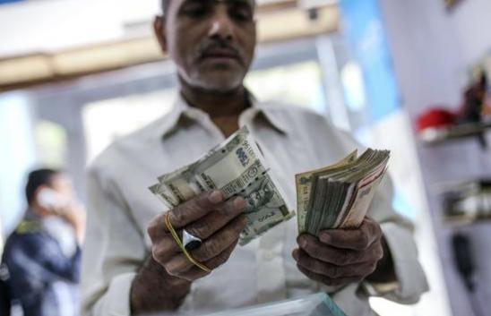 印度卢比兑美元首次跌破70卢比 土耳其动荡加剧跌势