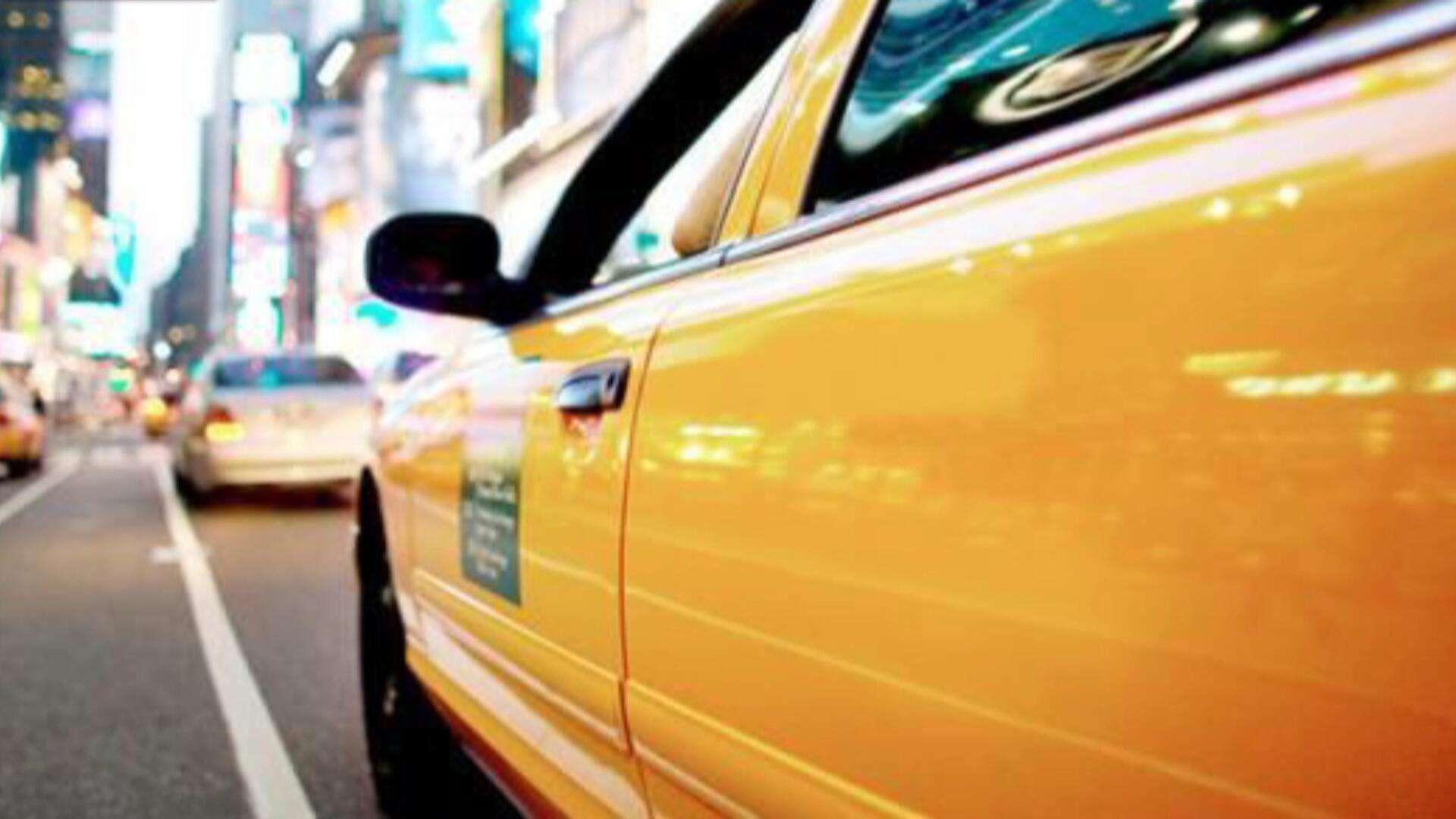 网约车司机不愿送乘客进小区竟送回原地,双方在高速大打出手