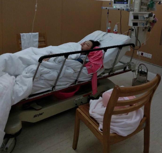 刘雨欣回应自杀未遂入院:安静的时候就想捅自己几刀