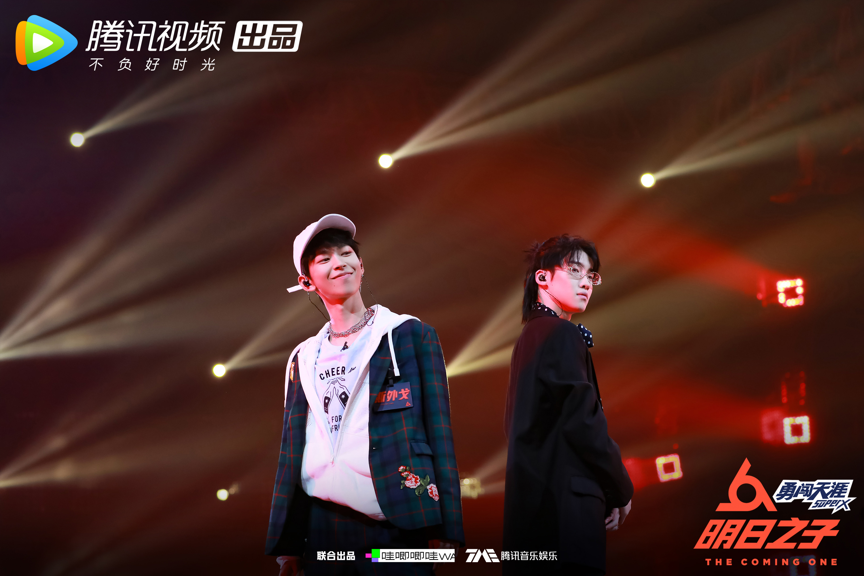《明日之子2》斯外戈获最强厂牌 吴青峰李宇春转圈