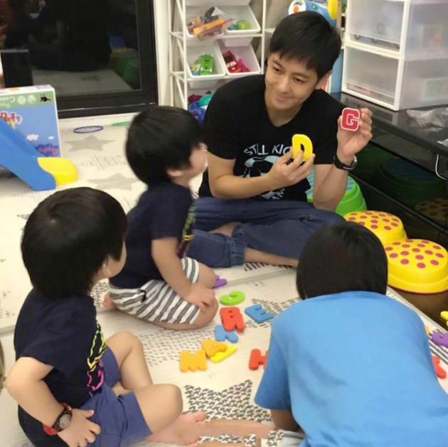 林志颖与儿子玩耍温馨幸福 不愿错过陪伴每个瞬间