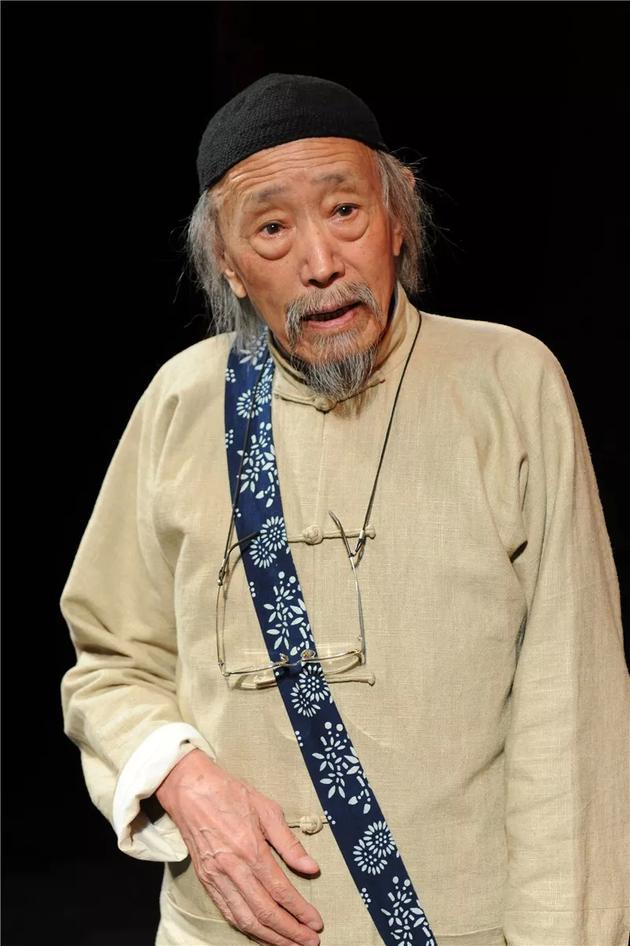 冯远征悼念朱旭 叫他老爷子因为像父亲