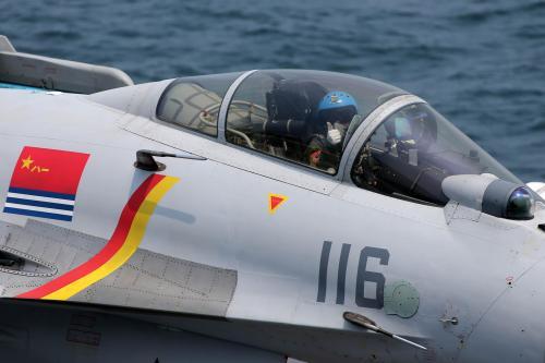 美媒:中国海军全力招飞 直接招收歼15飞行员