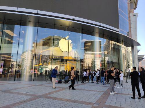 新iPhone首销日:预约用户较往年骤减 预售较惨