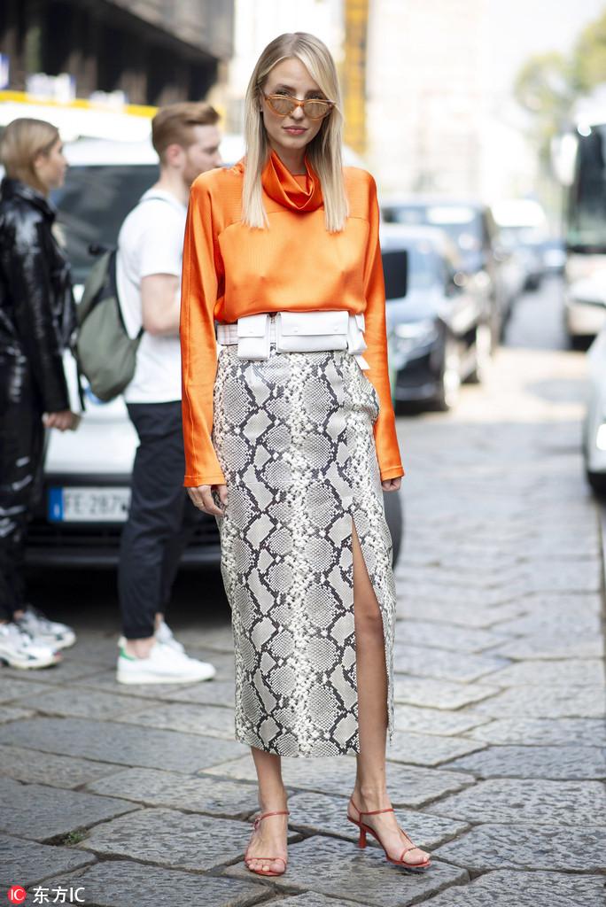 迷笛裙给你带来新鲜感,搭配豹纹开衩裙野性十足,喜欢女人味多一点的图片