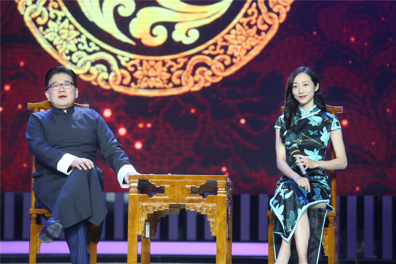 《喝彩中华》韩雪薛佳凝跨界唱戏 名家大师国庆齐聚