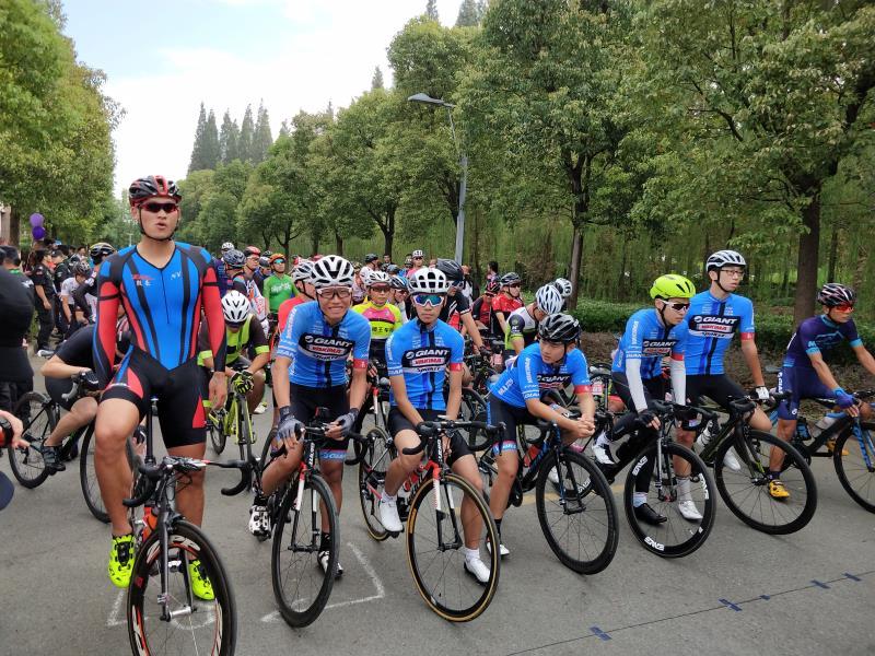 2018环太湖国际公路自行车俱乐部巡回赛如皋开赛