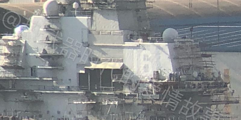 辽宁舰中秋送大礼 粉刷舰岛舷号建成双航母舰队