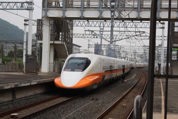 广深港高铁开通运营:一乘客无票被罚1300多元