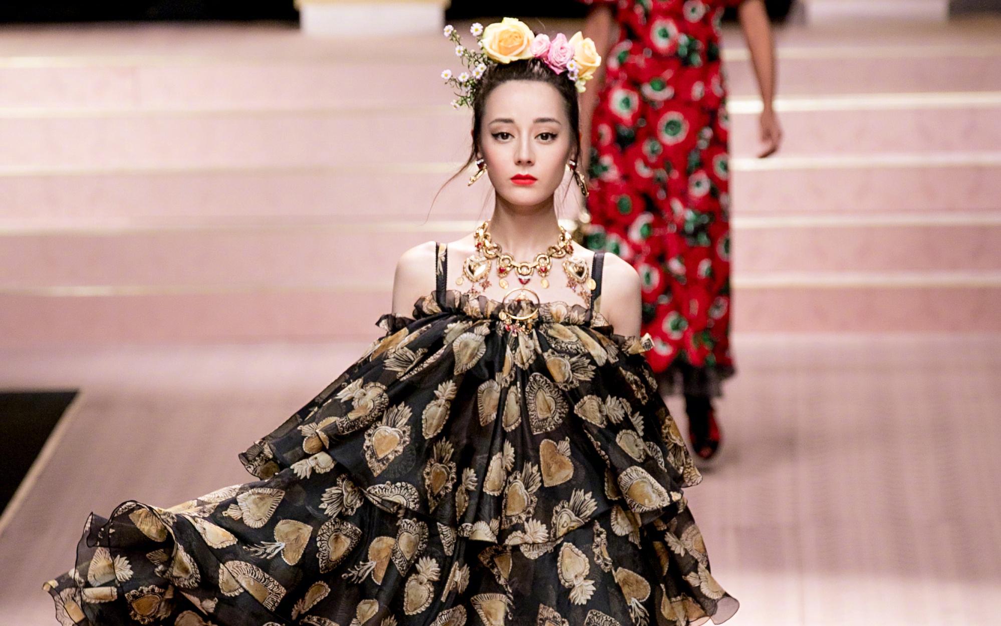 女明星都在时装周斗艳 出门在外除了妆容美保养更重要