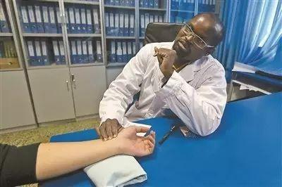 """【中国那些事儿】中医将首次纳入WHO全球医学纲要!东方红圈""""拔火罐""""圈粉无数"""