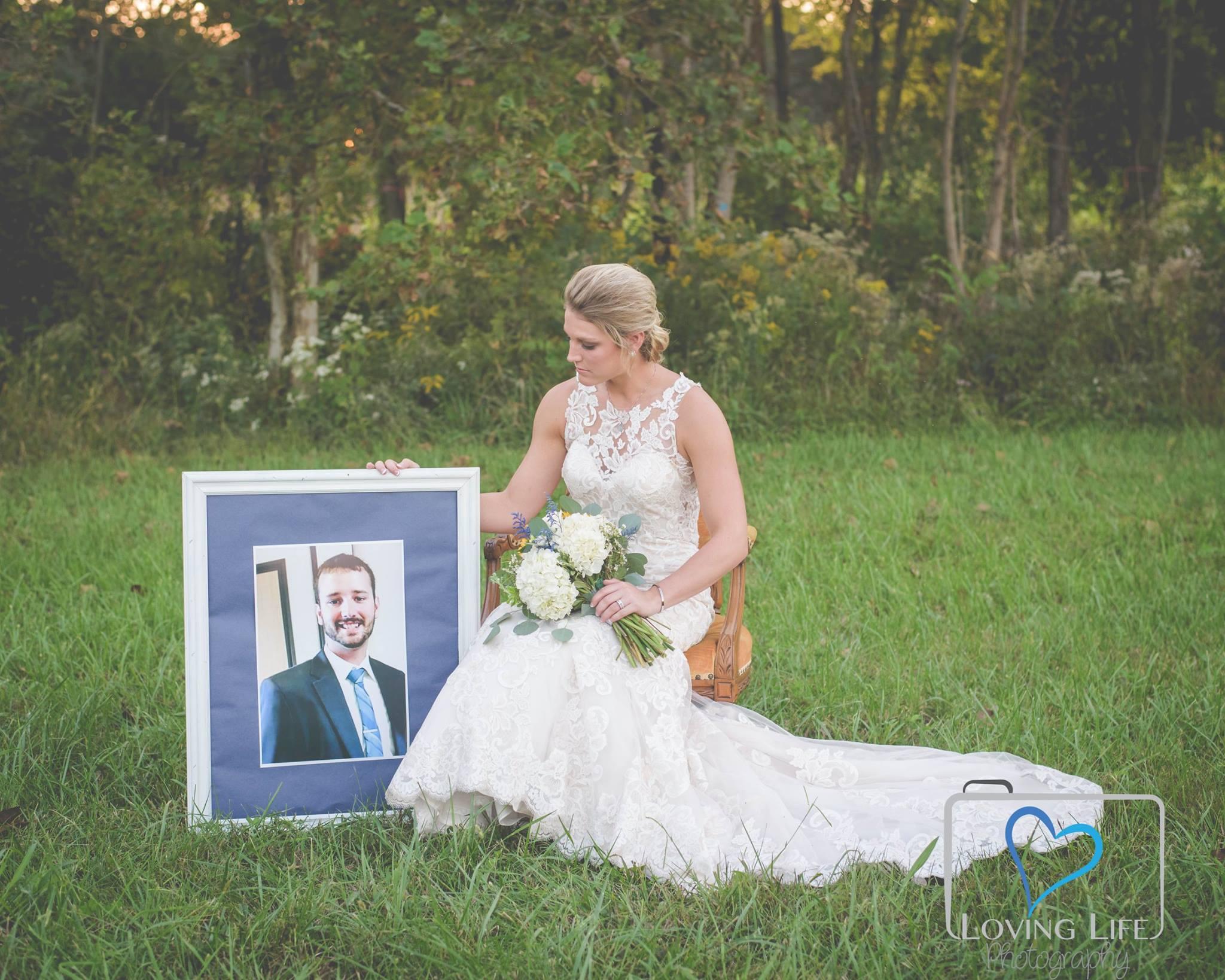 消防员婚礼前夕殉职 未婚妻在婚礼当天拍下这组照片