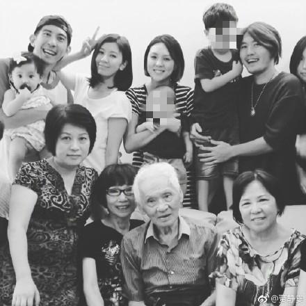 贾静雯悼念同岁同日去世的外公和金庸 感谢赵敏一角