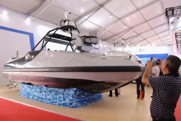 中国首艘导弹无人艇公开亮相可精确打击海上目标