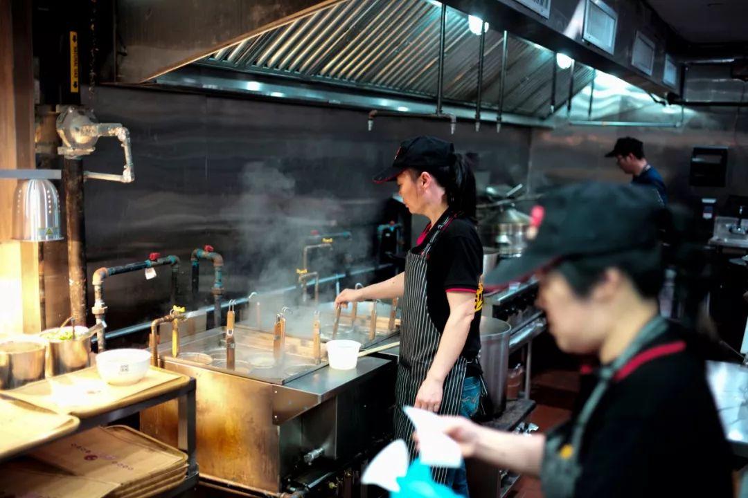 沙县小吃在美关门:人太多开业首日3小时就售罄
