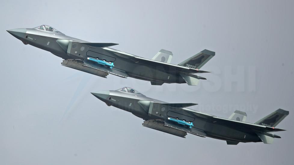 殲20開彈艙震撼航展 美國卻更擔心里面的導彈