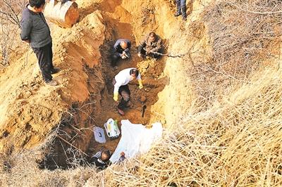 三代人守墓73年 无名烈士身份确认