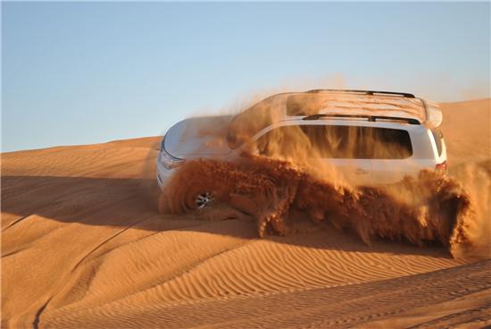 辛芷蕾沙漠大片刷屏 取景地竟是座免簽小城!
