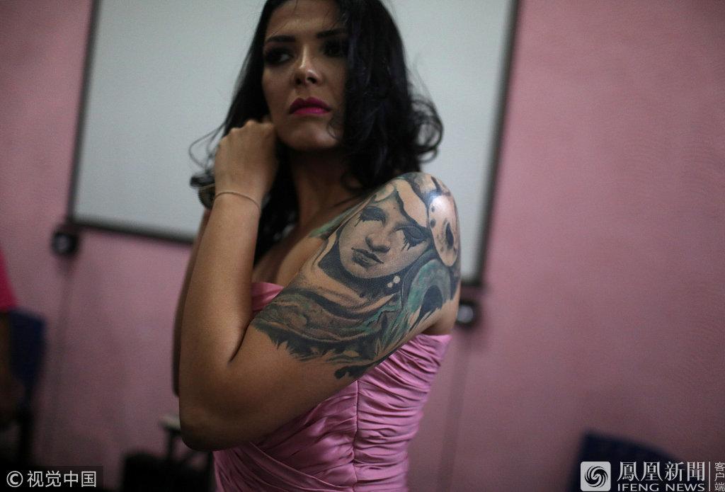 巴西监狱年度选美 女囚自信T台走秀(图)