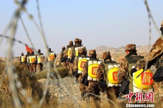 灵石贴吧:新疆军区某训练基地新兵首次野营拉练
