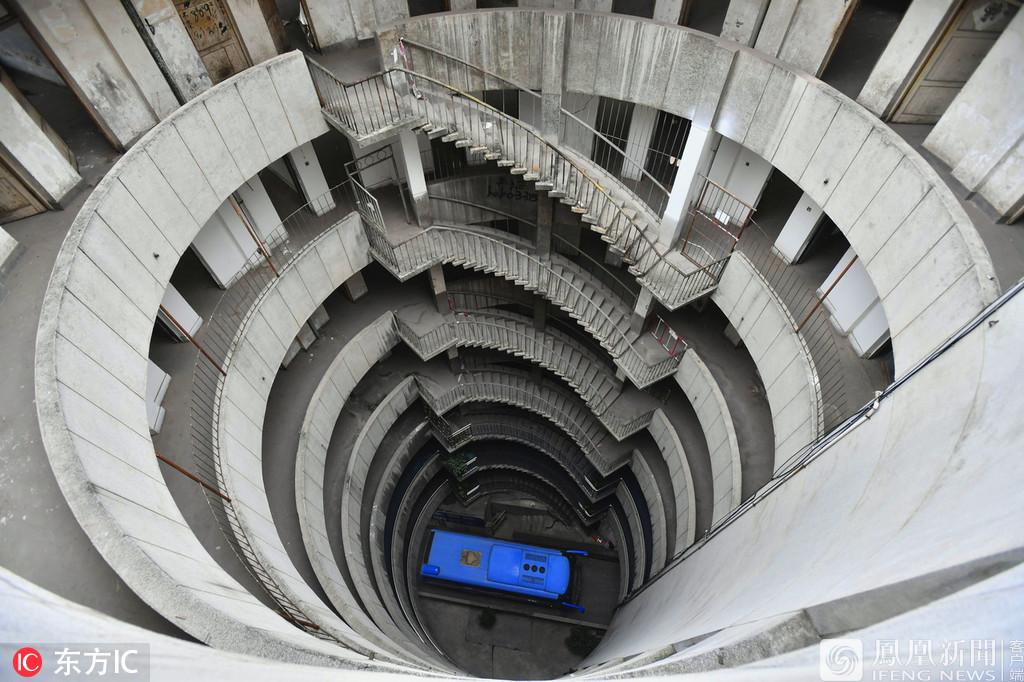 重庆:9层空心圆筒楼爆红网络