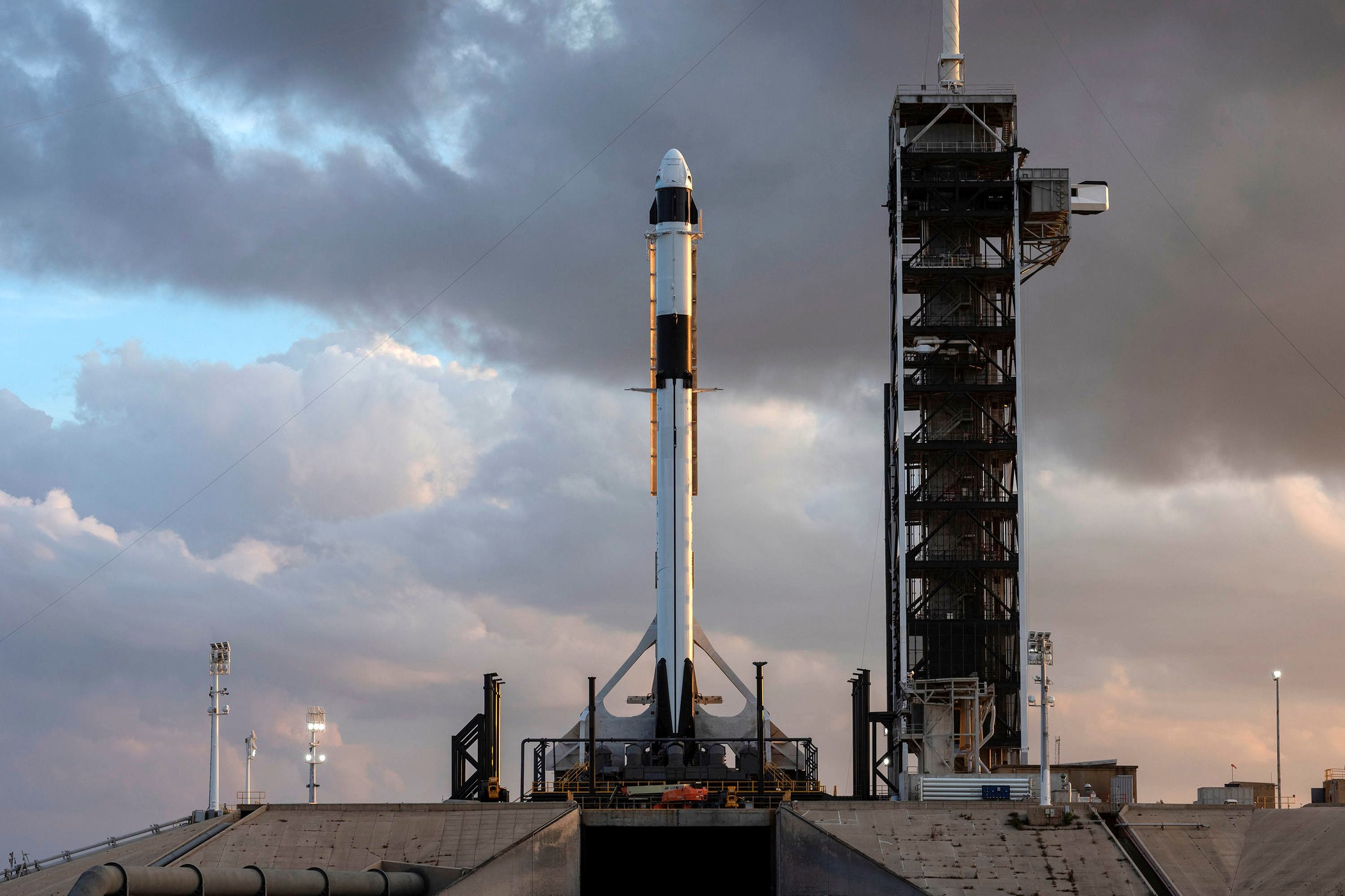 SpaceX载人飞船首次测试飞行再推迟,不早于2月份