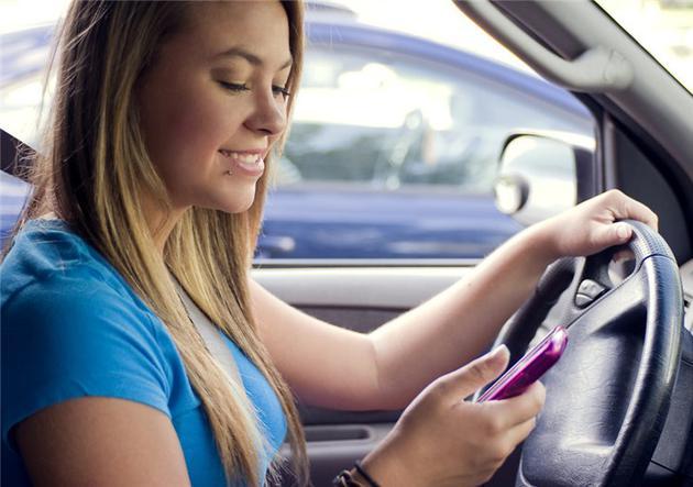 澳大利亚将重罚开车时用手机:罚款约4819元