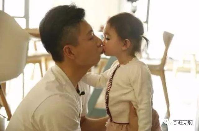 贵圈深情老父亲那么多,跟女儿亲嘴到底算不算错?