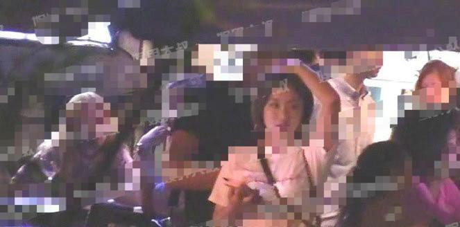 王菊被拍和大10岁男演员约会 工作人员辟谣:只是朋友