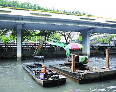 """广州167位""""河长""""受训 市民可通过治水APP投诉"""
