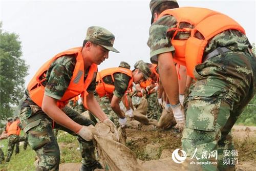 芜湖南陵一圩口现百米决堤 武警交通部队全力封