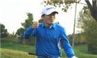 王宝强与文章一起打高尔夫 挥舞拳头好兴奋
