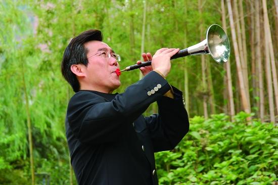 唢呐吹《百鸟朝凤》的技巧 和唢呐中吹出的连贯的
