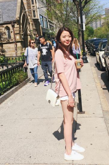 夏天来了!王中磊女儿穿热裤秀纤细大长腿(图) [有看点]