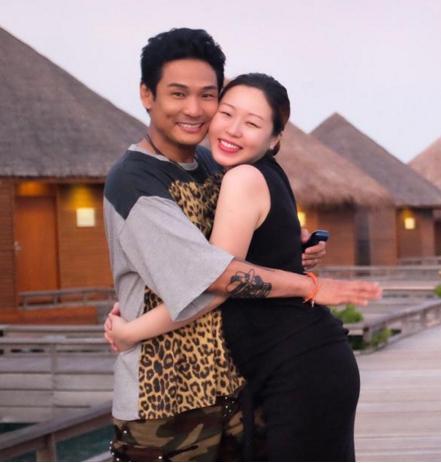 54岁杜德伟热拥小24岁娇妻 宣布即将成为人父【星看点】