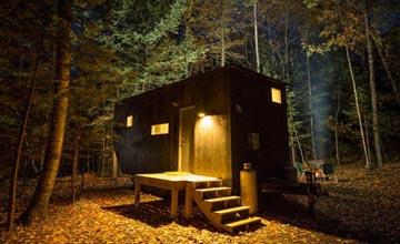 大学生建造了这样的房子 与世隔绝的原始乡村生活