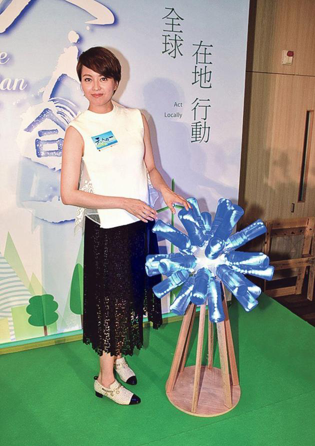 梁咏琪以实际行动支持环保 将女儿的旧衣服赠给好友【星看点】