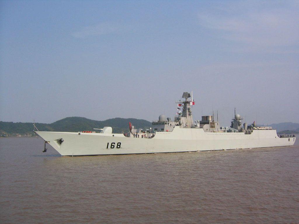 广州舰大升级后首上战场 火箭弹连发火力凶猛