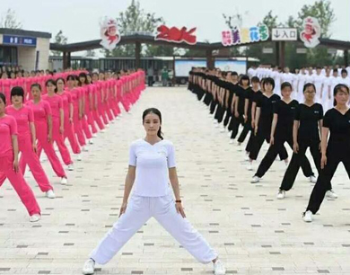 全国瑜伽高手汇聚宿迁 展示瑜伽绝技