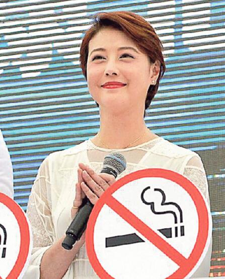 49岁周海媚成功戒烟 自曝身上烟味曾吓走小朋友【星看点】