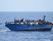 意大利海防队单日出动16次 救起近两千难民