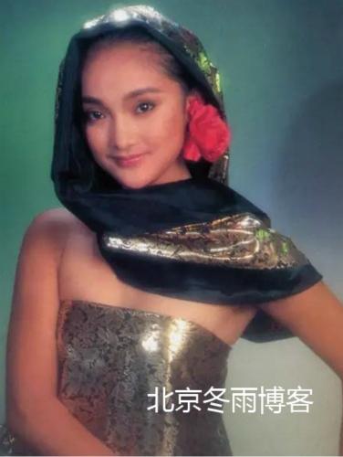 周迅22年前清纯旧照曝光,16岁就成挂历模特【星看点】
