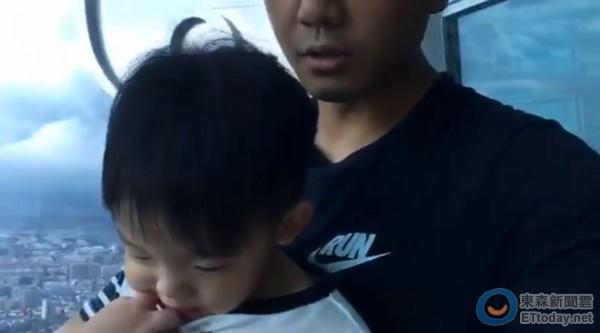陈建州带飞飞登101观景台,儿子兴奋他却恐高…【星看点】