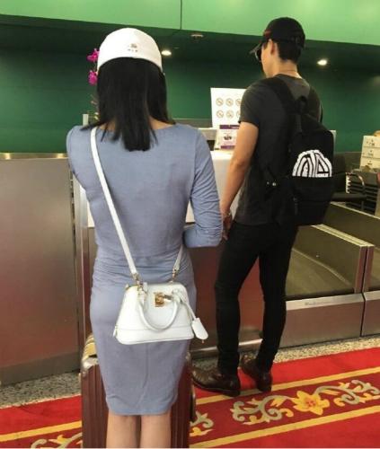 【有意思】认爱!魏晨与相恋9年女友机场牵手秀恩爱